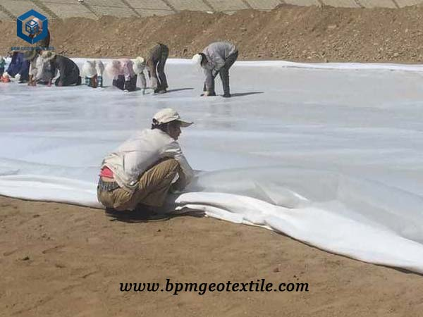 Nonwoven geotextile material